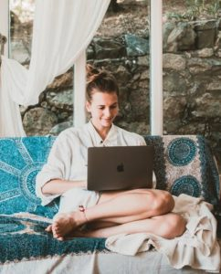 Benefits Of A Gig Economy image of a women sitting on a couch on her laptop this is the fourth image of post